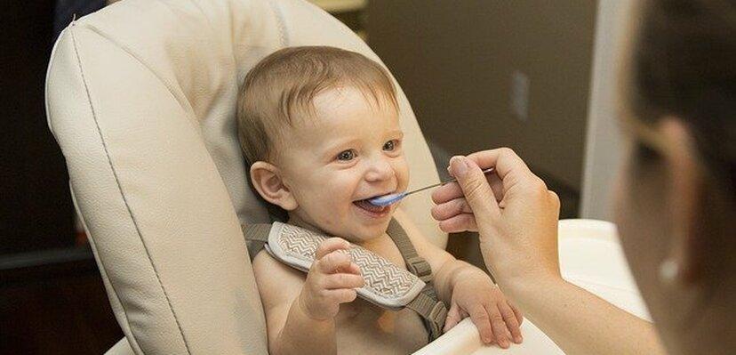 Kako se pravilno hrani beba? Kratki vodič za sve!