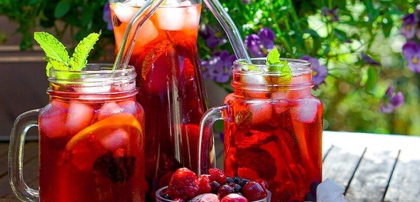 Čaj od hibiskusa: Prednosti i mane konzumiranja ovog ukusnog napitka