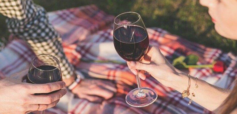 10 znakova upozorenja da ste u vezi sa alkoholičarem