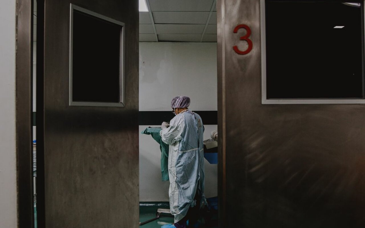 Opet više od 50 preminulo za dan, bolnice prepune nevakcinisanih