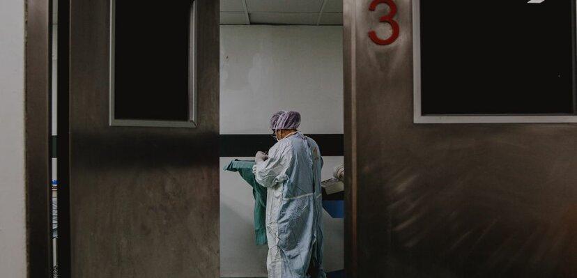 Najviše preminulih u jednom danu, manje zaraženih, više ljudi na respiratorima
